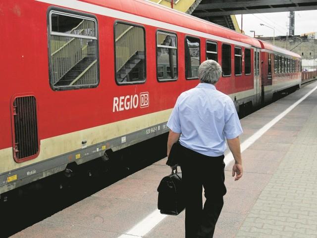 W tej chwili do Berlina oddalonego niespełna o 110 km (linia kolejowa) jedziemy ze Szczecina dwie godziny, w większości połączeń z przesiadkami w Angermünde. Po modernizacji dojedziemy w 90 minunt.