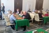 Młodzi szachiści w kręgach parlamentarnych