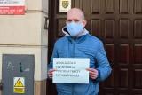 Gdynia: Pomorscy przedsiębiorcy protestowali pod biurem posłów PiS. 20.05.2020 r. Domagali się m.in. zwolnienia ze składek ZUS [ZDJĘCIA]