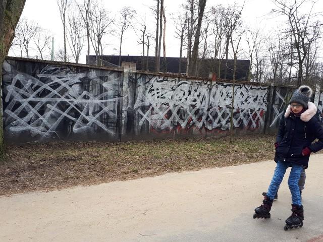 Mural, który powstał w Parku na Zdrowiu z inicjatywy kibiców Łódzkiego Klubu Sportowego został zniszczony. Symboliczny wizerunek żołnierzy powojennej, antykomunistycznej konspiracji, został po prostu pomazany farbą. CZYTAJ DALEJ >>>..