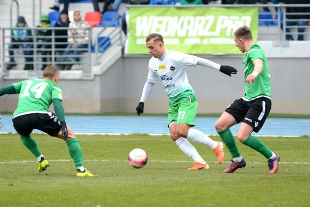 Z piłką Patryk Mikita, strzelec drugiego gola dla Radomiaka.