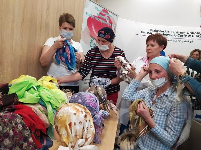 Członkinie Stowarzyszenia Eurydyki obdarowały dzisiaj pacjentki BCO pięknymi, kolorowymi chustami.