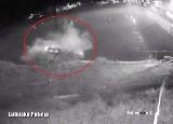 Ucieczka przed policją zakończyła się w rzece. Auto wpadło do wody w Świerkocinie. Zobacz nagranie