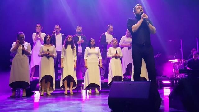 Gwiazdami koncertu zespołu Trzecia Godzina Dnia będą popularni wykonawcy: Kasia Cerekwicka, Kuba Badach (na zdjęciu z zespołem), Kasia Moś i Mietek Szcześniak.