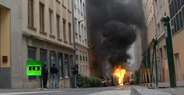 Mimo uciążliwości strajków, społeczeństwo francuskie w 70 proc. zgadza się z ich organizatorami, a tylko w 30 proc. popiera prezydenta Sarkozy'ego