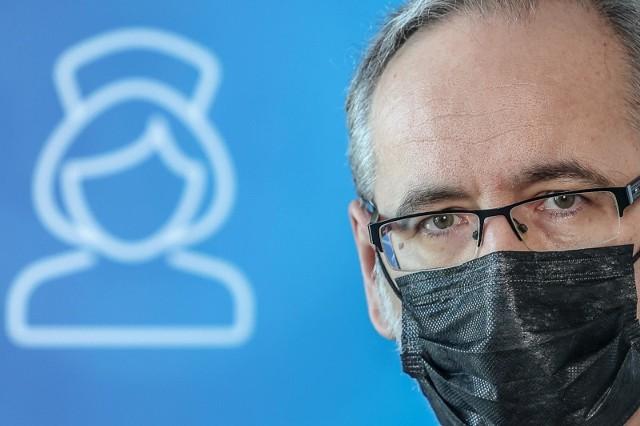 Niedzielski poinformował także o 296 zgonach z powodu koronawirusa ostatniej doby.