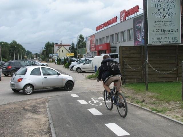 zasłania widoczność kierowcom i rowerzystom.