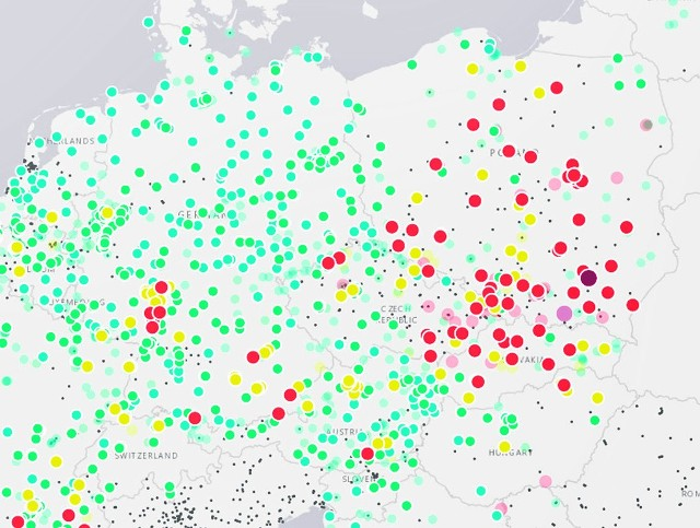 """Tak wyglądała mapa smogowa Europy w sobotę późnym popołudniem. Polska w większości """"czerwona"""""""