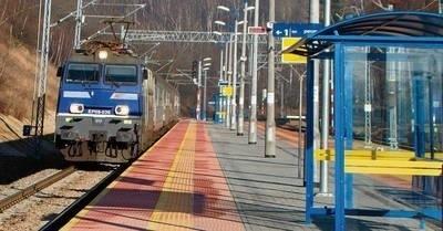 Kolejarze oddali właśnie do użytku blisko 15 kilometrów zmodernizowanych torów, po których jadą pociągi z Małopolski do Warszawy FOT. ALEKSANDER GĄCIARZ