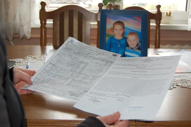 Rodzice Kacpra, Agnieszka i Adrian Miotkowie uważają, że błąd popełnił lekarz , który nie powinien był odsyłać Kacpra do domu w drugi dzień wielkanocnych świąt