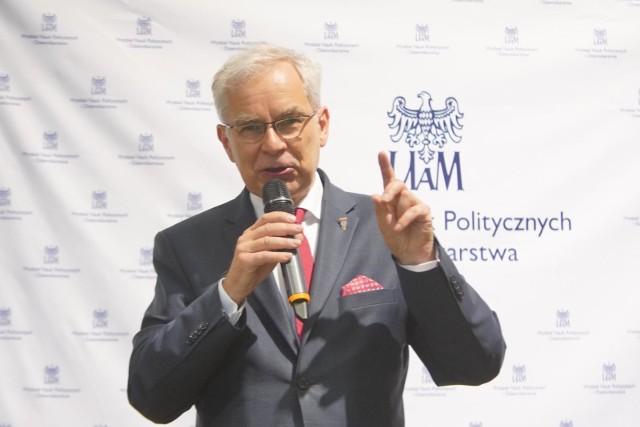 Krótszy dzień pracy, czyli zamiast 8 godzin dziennie Polacy mają pracować 7 godzin - to obietnica Waldemara Witkowskiego, który wkrótce ostatecznie zdecyduje, czy wystartuje w wyborach prezydenckich w 2020 roku. Jak twierdzi polityk może liczyć na poparcie Unii Pracy, Polskiej Lewicy, czy Polskiej Partii Emerytów i Rencistów.