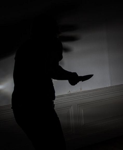 W sprawie awantury z użyciem noża zatrzymano 36-latka. Mężczyzna przebywa obecnie w policyjnym areszcie. Zostanie przesłuchany, kiedy wytrzeźwieje.