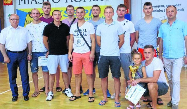 Piłkarze ręczni KSSPR Końskie wygrali  turniej o puchar burmistrza miasta, Krzysztofa Obratańskiego.