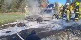 """Pożar samochodu w Zgniłce w gminie Więcbork. """"Komora silnika spłonęła doszczętnie"""" [zdjęcia]"""