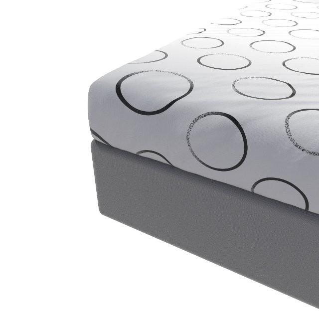 Prześcieradło z gumkąPrześcieradło na gumkę powinno ściśle przylegać do materaca. W tym celu musimy prawidłowo dobrać jego rozmiar, który dopasowujemy do długości i szerokości materaca, natomiast długość zakładki prześcieradła na gumkę dopasowujemy do wysokości materaca.