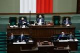Przedsiębiorcy: w środku pandemii Sejm uderzył w polskie firmy rodzinne. To utrudni walkę z kryzysem. Minister finansów: uszczelniamy system