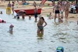 Żar tropików w Białymstoku. Plaża Dojlidy oblężona nawet w poniedziałek (zdjęcia)