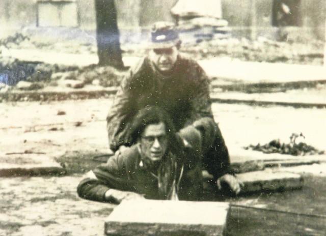 Przez dwa miesiące garstka powstańców stawiała zaciekły opór Niemcom. Powstanie było największym w historii świata buntem ludności milionowego miasta przeciwko okrutnej niewoli