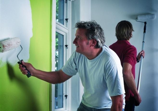 Malowanie ścian farbą, czy tapetowanie?...
