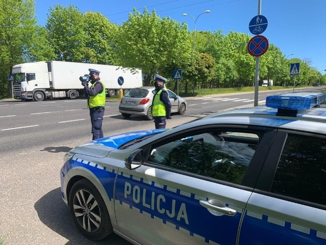 Policyjne patrole stoją m.in. na drodze wylotowej ze Słupska na Gdańsk