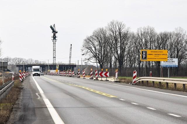 Od wtorku na obwodnicy północnej Opola, od okolic budowanego węzła na obwodnicy piastowskiej do rejonu ronda przy Makro, będzie obowiązywał ruch wahadłowy.