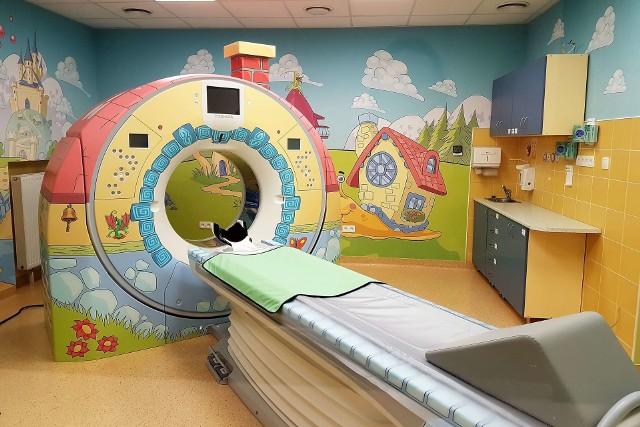 Pracownia Tomografii Komputerowej w szpitalu przy Krysiewicza została zamieniona w kolorową krainę z baśni