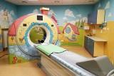 Poznań: Szpital przy Krysiewicza ma nowy tomograf komputerowy. Urządzenie jest nowoczesne i kolorowe. Bada dzieci i dorosłych [ZDJĘCIA]