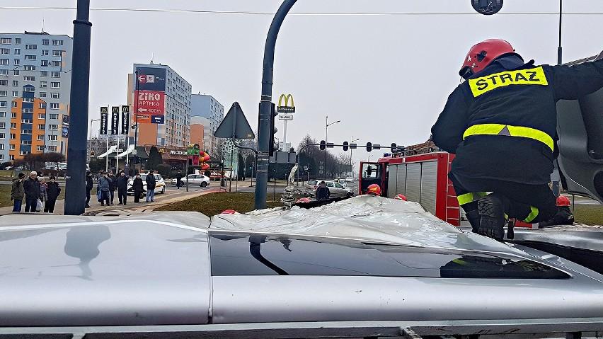 Wypadek na rondzie Inwalidów w Łodzi. Ranny 5-latek