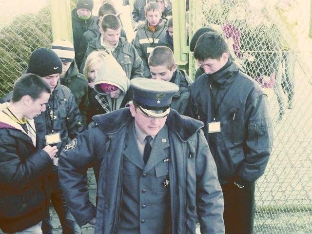 Gimnazjaliści z Zespołu Szkół nr 2 z Oddziałami Integracyjnymi zwiedzili areszt w Hajnówce