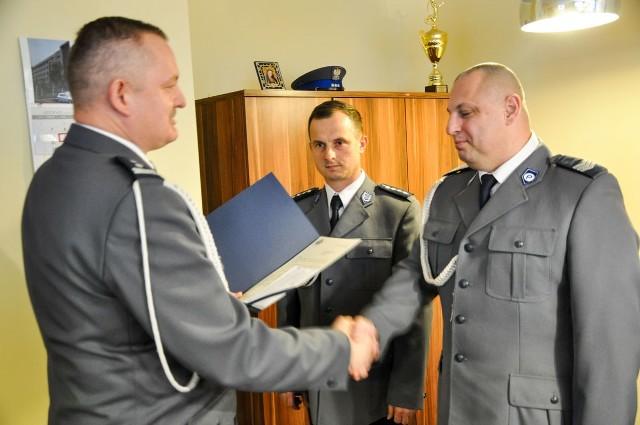 Oficerowie dyżurni z Zielonej Góry i Nowej Soli zostali docenieni za ratowanie życia