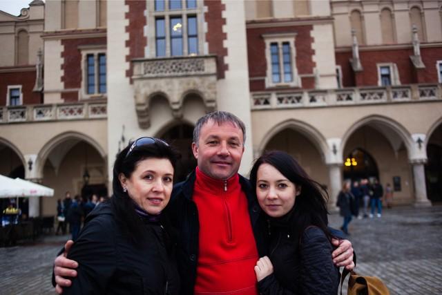 Najpierw napłynęli do Krakowa uchodźcy z terenów Ukrainy napadniętych przez Rosję, potem podążyli za nimi masowo imigranci zarobkowi.