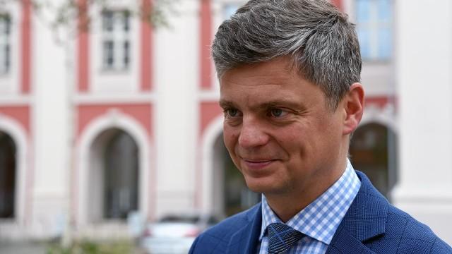 Ziemowit Borowczak, dyrektor Wydziału Gospodarki Komunalnej Urzędu Miasta odpowiada na zarzuty dyrekcji poznańskiego ogrodu zoologicznego o blokowaniu transportu pięciu tygrysów z Nowego Zoo do Hiszpanii.
