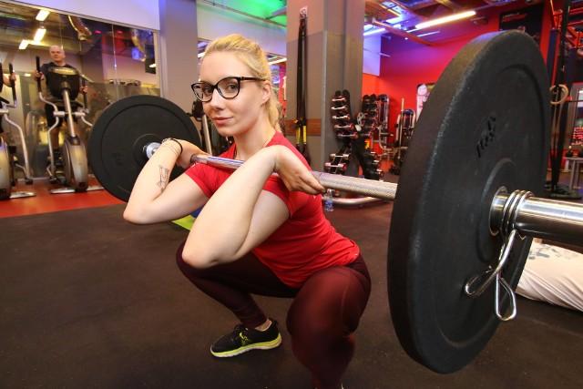 Intensywny trening interwałowy poleca Karina Błaut, trener personalny z klubu Jatomi w kieleckiej Galerii Korona.