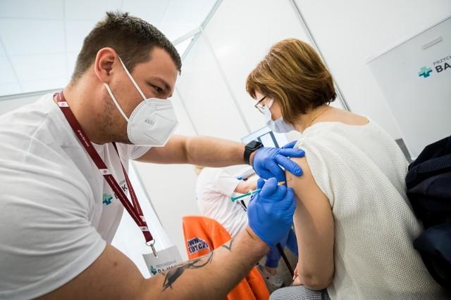 Rektorka Uniwersytetu im. Adama Mickiewicza w Poznaniu prof. Bogumiła Kaniewska podkreśla, że działania związane z organizacją szczepień są w najbliższym czasie priorytetem dla zespołu rektorskiego.