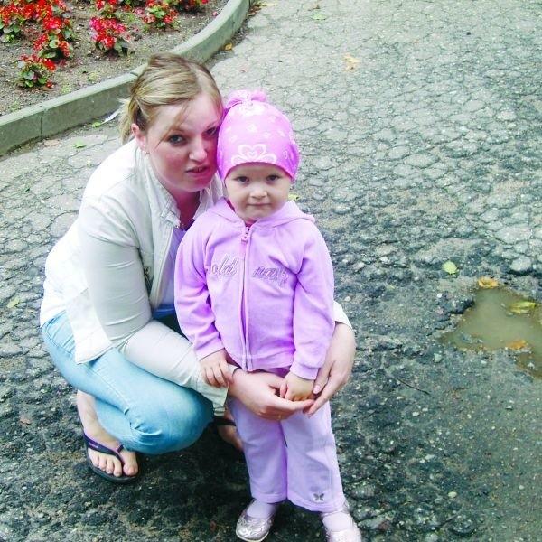 - Małe dzieci mogą się przewrócić na tych wertepach  - mówi ełczanka Agata Bednarek