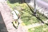 Policja szuka mężczyzny, który oszukał 90-latkę na 90 tysięcy złotych. Udało się dotrzeć do zdjęć z monitoringu
