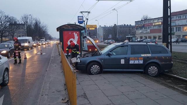 Wypadek taksówki na Śmigłego-Rydza w Łodzi