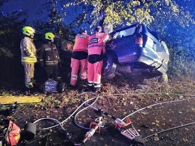 W tragicznym wypadku pod miejscowością Reszel zginął 22-letni kierowca volkswagena passata