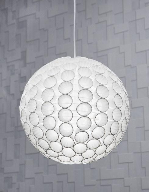 Po przyklejeniu wszystkich kubeczków, wieszamy abażur i cieszymy się dobrze wykonaną pracą i oryginalną lampą.