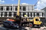 W Częstochowie w III alei NMP powstaje wielki budynek usługowo-handlowy. Na placu budowy trwają intensywne prace