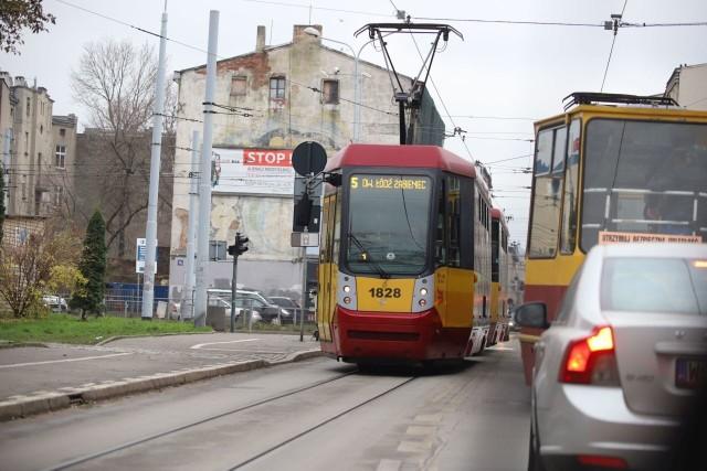 """Od soboty """"jedynka"""" i """"piątka"""" nie będą już omijać odcinka ulicy Kilińskiego między Przybyszewskiego a al. Piłsudskiego."""