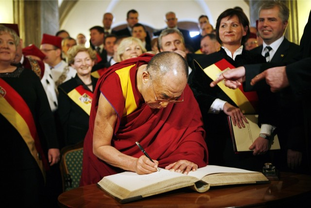 10.12.2008 Nadanie Dalajlamie Honorowe Obywatelstwo Wrocławia