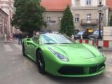 Znane w Poznaniu zielone Ferrari 488 ukradzione! Auto zniknęło w Mielnie. Kosztuje ponad milion złotych. Zobacz zdjęcia