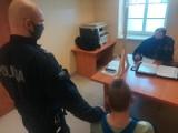 Wtargnął z nożem do domu sąsiada. Teraz siedzi w areszcie