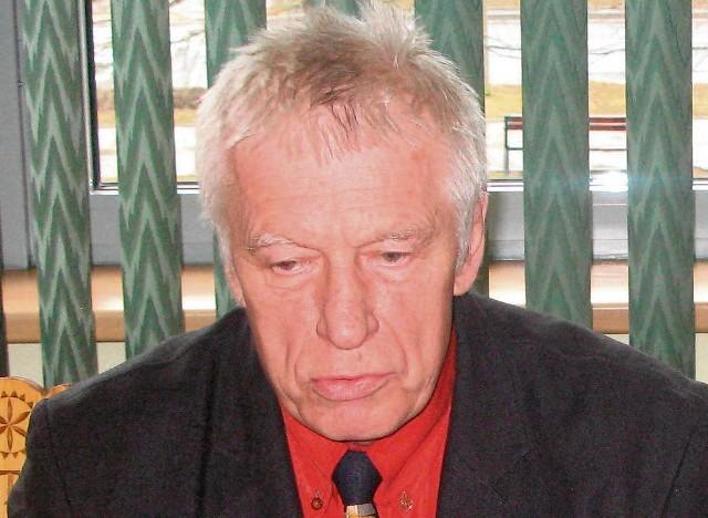 Dyrektor Andrzej Kawecki jest krytykowany przez burmistrza