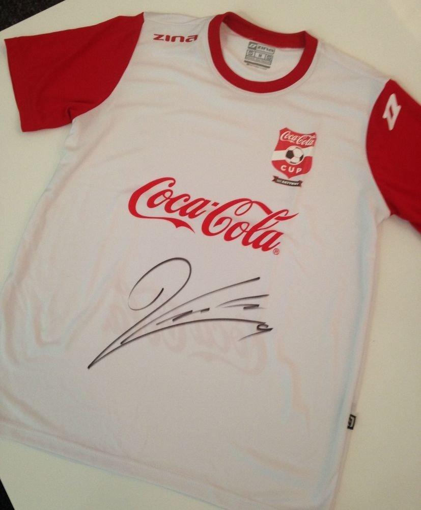 97c0cb532 Konkurs Coca-Cola Cup. Wygraj koszulkę z autografem Roberta ...