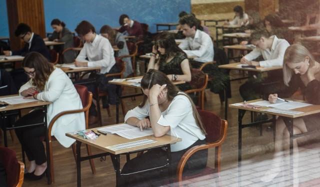 Podkarpackie kluby życzyły powodzenia maturzystom, którzy w poniedziałek rozpoczęli tegoroczny egzamin dojrzałości.