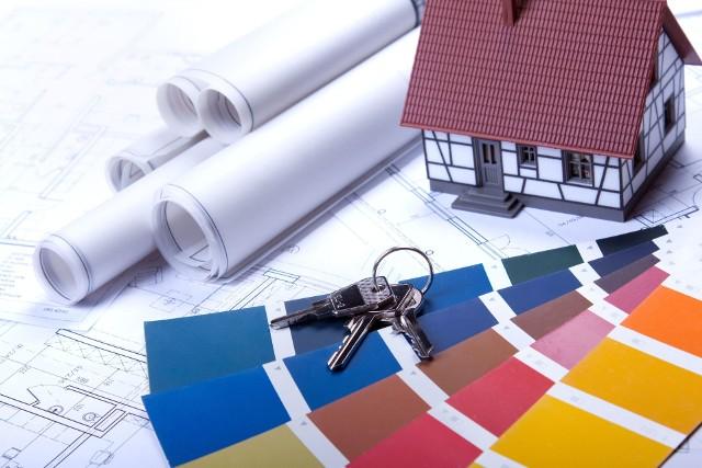 Przygotowywanie kosztorysu pozwala inwestorowi zorientować się, jakiej wielkości wydatki czekają go podczas budowy domu.