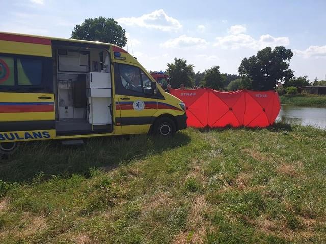Do tragicznego zdarzenia nad wodą doszło 21 czerwca po godzinie 15. Służby ratunkowe otrzymały zgłoszenie, że w jeziorze topi się mężczyzna.