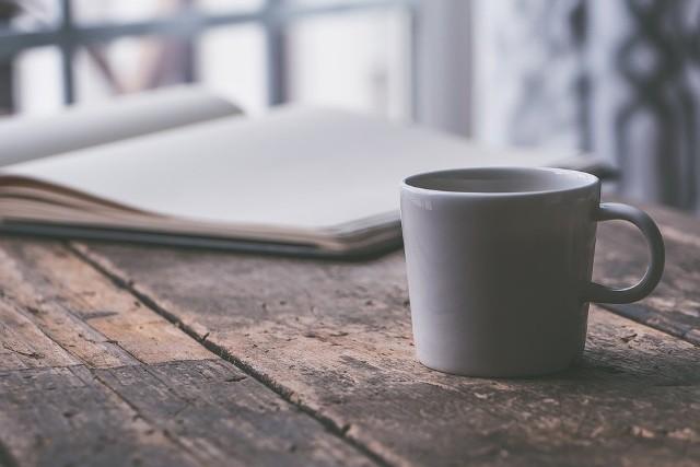 Pijecie kawę na co dzień? Nie wyobrażacie sobie poranków bez małej czarnej? Zobaczcie przedstawiciele, jakich zawodów piją najwięcej kawy. Zobaczcie na kolejnych zdjęciach listę zawodów >>>>>>Flesz - 12 listopad dniem wolnym od pracy. Kto pracuje?